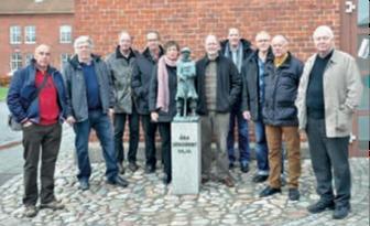Hämtningsgrupp från Halmstad tillsammans med delar av styrelsen vid den Lille smålänningen utanför militärmuseet – Joachim Bergqvist, Alf Nilsson, Crister Sterning, Thomas Lantz, Aina Persson, Emil Sjörup, Richard Ahnfeldt, Joakim Dahlbom, Dan Lindqvist och Claes Malmberg.
